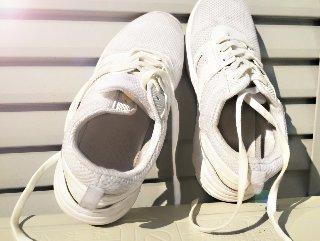 甲高 幅広 運動靴.jpg
